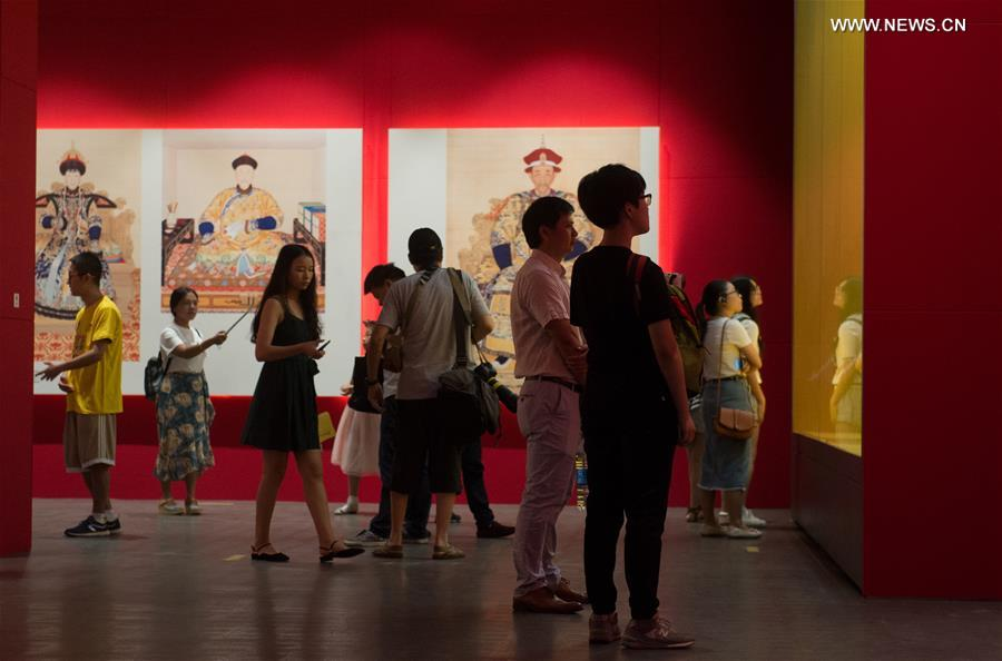 People visit exhibition about Emperor Qianlong in Hangzhou