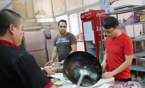 Chinese man earns 100K RMB a month by cooking dishes