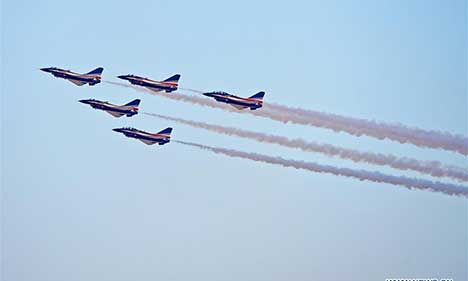 Bayi Aerobatic Team stunts at Dubai Airshow