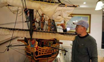 Old carpenter makes lifelike ancient warships
