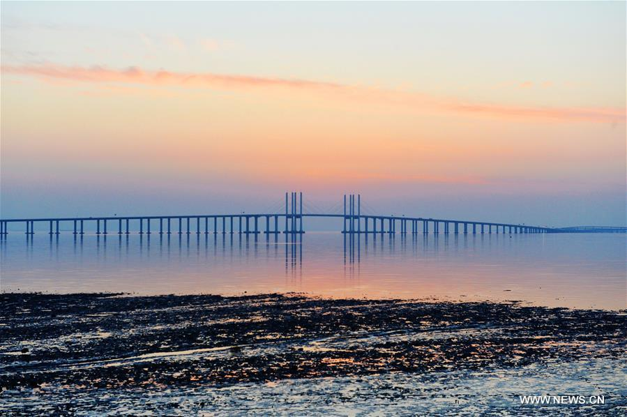 Amazing scenery of Qingdao Jiaozhou Bay Bridge in E China