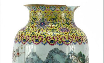 Cracked Qing Dynasty vase sold for £87,000 in UK