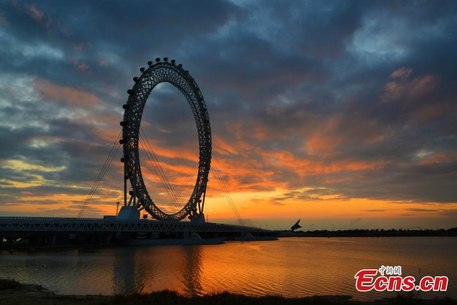 Largest spokeless Ferris wheel opens in eastern city