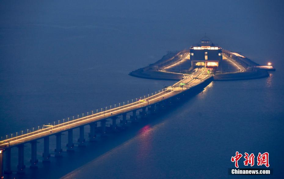 Hong Kong-Zhuhai-Macao Bridge shines at night