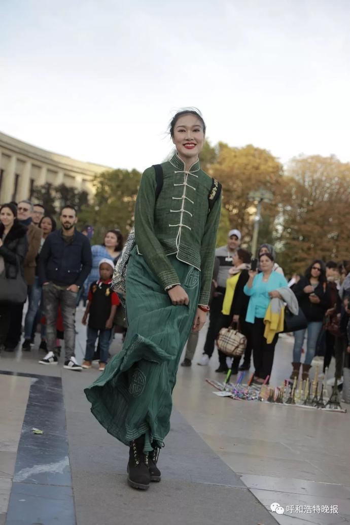 Chinese College Student Presents Mongolian Clothes In Paris Fashion Week People S Daily Online