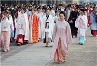 Hanfu lovers promote traditional Chinese culture