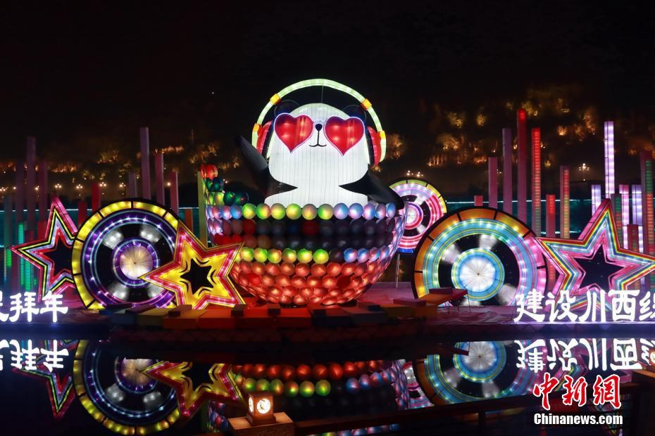 Magnificent giant panda-themed lantern show in southwest China's Ya'an