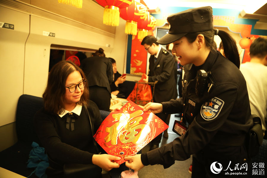 Little New Year gala held on high-speed train in east China