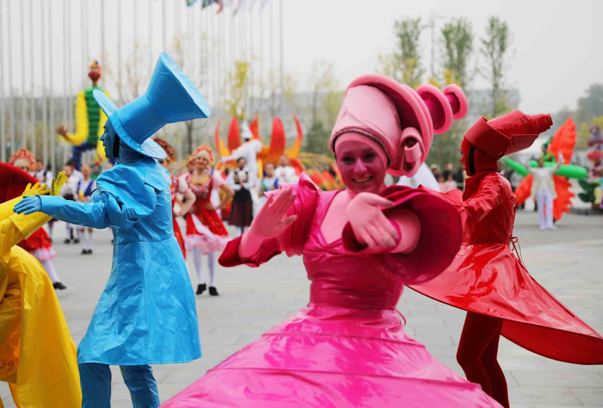Performers dance to welcome the Beijing Horticultural Exhibition 2019