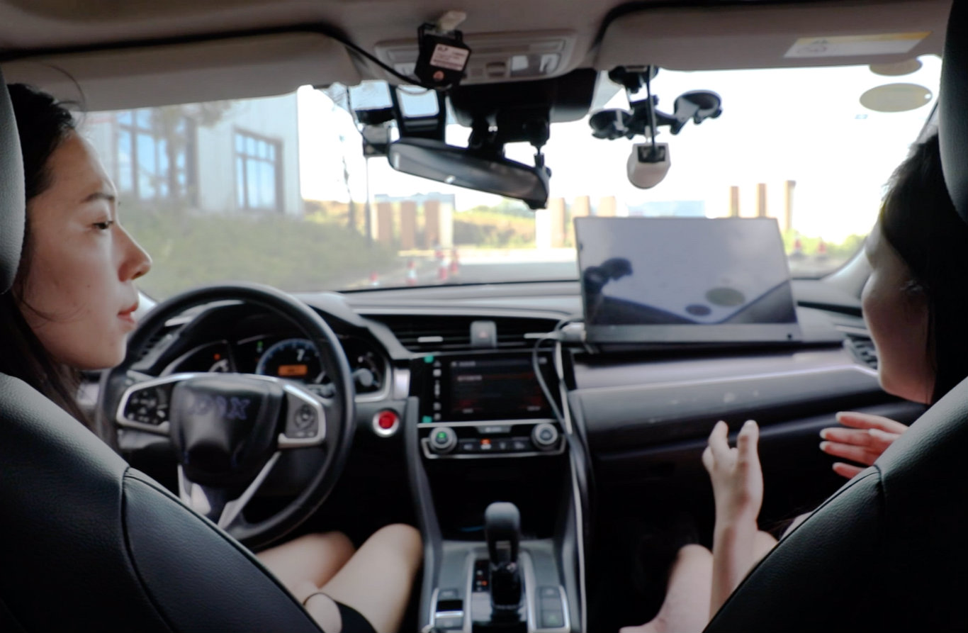Girls chat about autonomous driving in driverless car