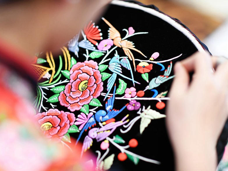 Traditional handicrafts alleviate poverty in Guizhou