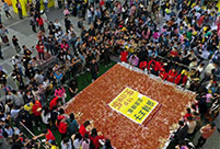 Huge spicy gluten cake appears in Changsha