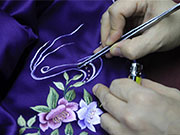 Pic story: inheritor of Laomeihua's Qipao making technique
