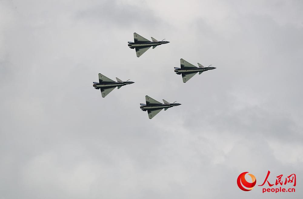 Chinese Air Force performs in Singapore, sends best wishes to Wuhan