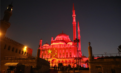 Egypt's famous sites lit up in solidarity with China against COVID-19