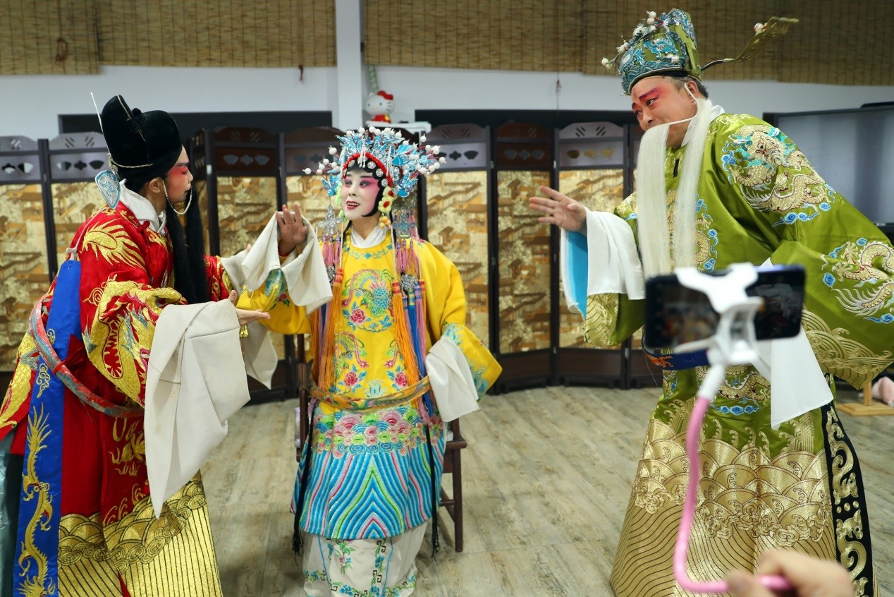 Artist promotes integration of traditional Chinese opera into tourism to carry forward cultural heritage