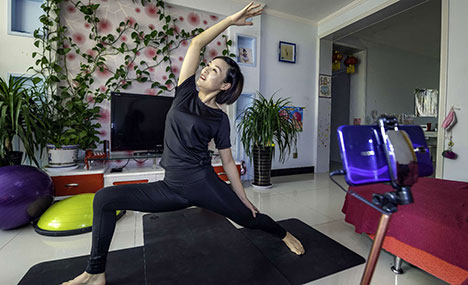 "NW China's Xinjiang takes fitness to ""cloud"""