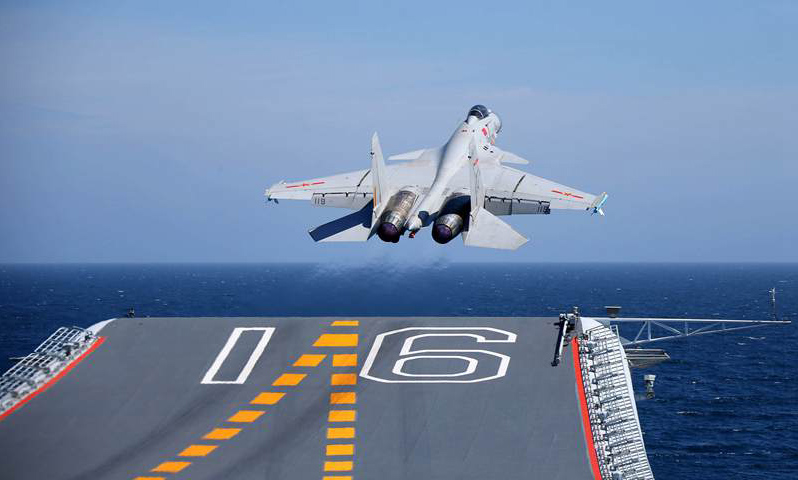 Aircraft carrier Liaoning embarks on voyage, sets fighter jet pilot training history