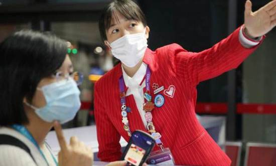 Volunteers born after 2000 shine in the 3rd CIIE