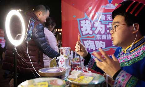 Live streaming event featuring poverty alleviation products in Sichuan