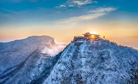 White snow turns Yuntai Mountain into fairyland