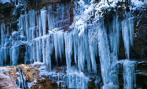 Spectacular ice falls in Yuntai Mountain