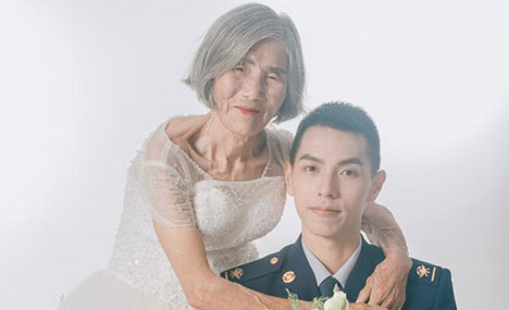 Pic story: special wedding photos with grandma