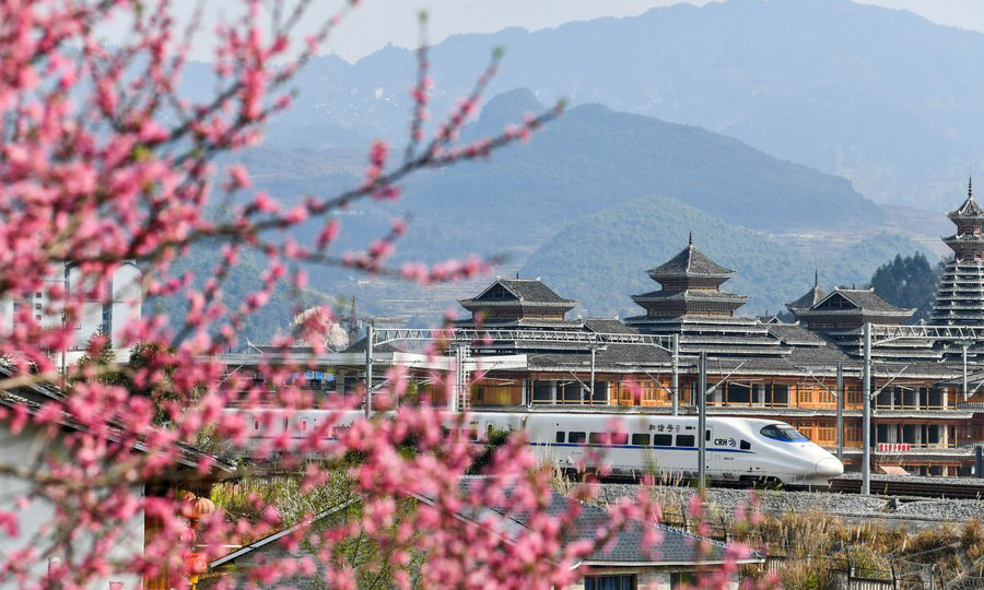 China's railways see surging passenger trips during Tomb-sweeping Day holiday