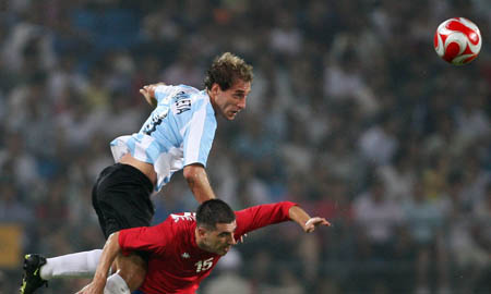 Football: Argentina competes with Serbia