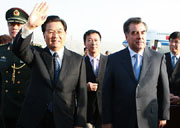 President Hu arrives in Dushanbe for state visit and SCO summit