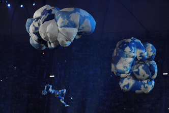 Art performance at the closing ceremony: send it to the future