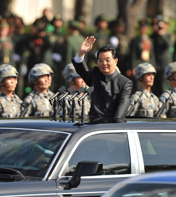 Hu Jintao reviews Chinese troops
