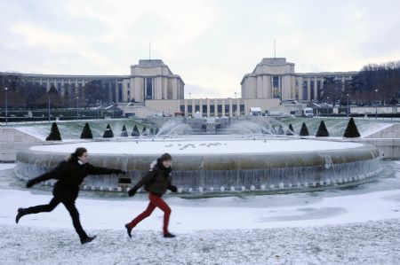 Paris braces for heavy snow