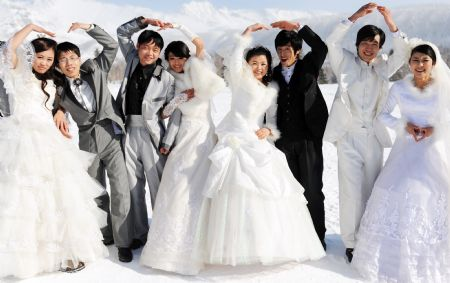 Newly-weds hold snowy wedding photography festival on Changbai Mountain