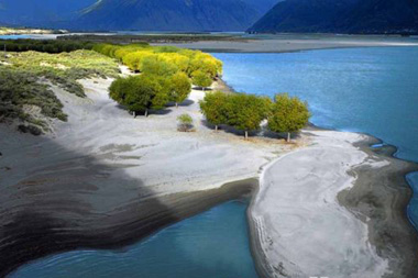 Official: Yarlung Zangbo River not to dry up
