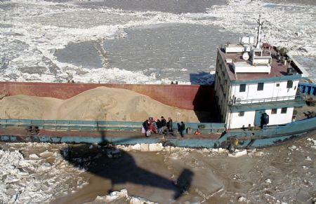 Ship trapped by sea ice rescued