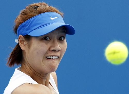 China's Li Na marches into next round at Australian Open