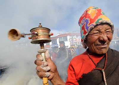 Tibetan Buddhist believers make New Year wishes