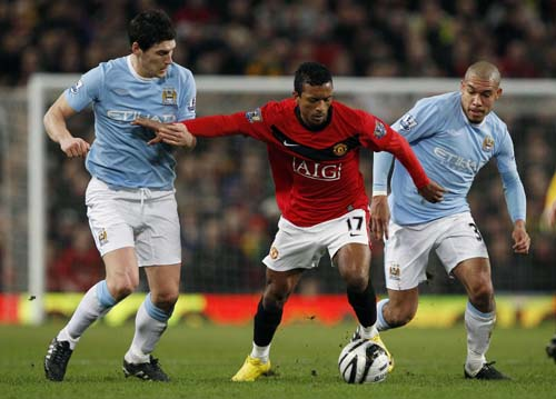 Manchester United beats City to reach League Cup final