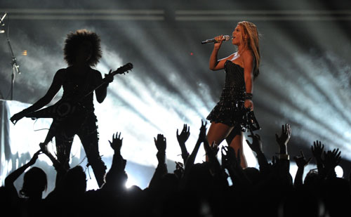 Beyonce dominates Grammy Award ceremony with six statuettes