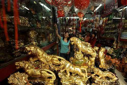 People in Manila welcome Year of Tiger