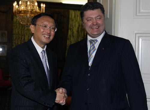 Chinese FM meets with n, Ukrainian counterparts