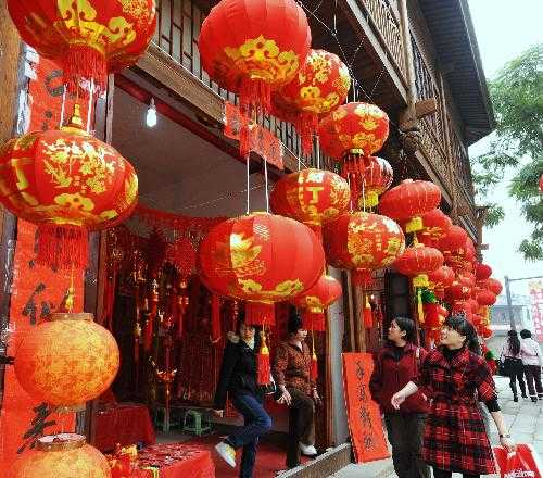 People busy preparing for Spring Festival in SW China's Fuzhou