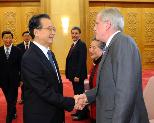 Premier Wen welcomes more foreign experts to work in China