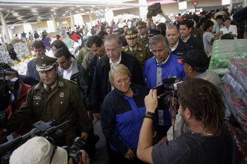 Chilean president oversees relief work in quake-hit region