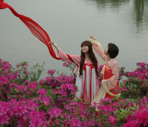 Free tour for women in traditional Chinese clothes