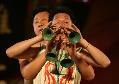 Folk souna horn playing competition
