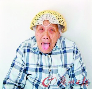 "Chinese ""crazy granny"" draws big audience"