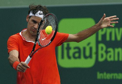 Federer advances to next round at Sony Ericsson Open