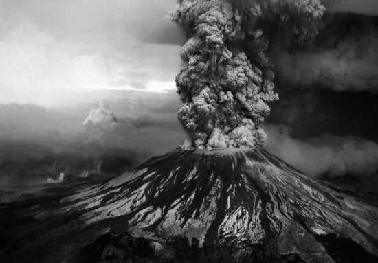 Stunning eruption moments of Mount St Helens 30 years ago